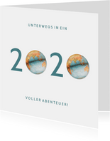 Geschäftliche Neujahrskarte mit 2020 Weltkugel