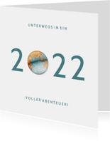 Geschäftliche Neujahrskarte mit 2022 Weltkugel