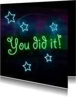 Geslaagd kaart met neon letters