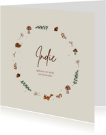 Herfst geboortekaartje met krans vol bladeren en dieren