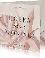 Hippe felicitatiekaart Hoera Nieuwe Woning roze bladeren