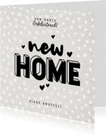 Hippe felicitatiekaart new home met kraft en hartjes