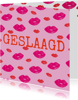 Hippe geslaagd kaart met lipjes / kusjes in rood en roze