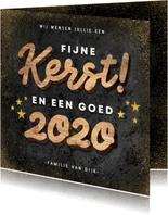 Hippe kerstkaart houten kerst, 2020 en gouden sterren