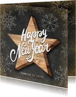 Hippe nieuwjaarskaart houten ster Happy New Year en sneeuw