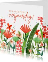Hippe verjaardagskaart vrouw bloemenweide rood groen