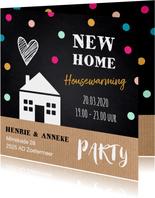 Housewarming uitnodiging huisje stippen krijtbord kraft
