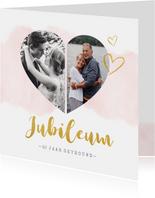 Huwelijksjubileum uitnodiging met fotohart en gouden letters