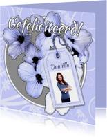 Jarig bloemen en naamkaartje a