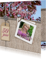 Jarig bloemen en naamkaartje c