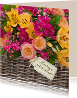 Verjaardagskaart bloemenmand rozen en lelies