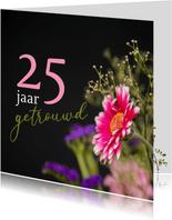 Jubileum kaart met klassiek gefotografeerde bloemen