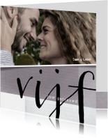 Jubileumkaart 5 jaar getrouwd met foto en leuke typografie
