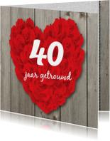 Jubileumkaart groot hart van rozen op hout