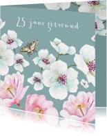 Jubileumkaart Grote witte en roze bloemen