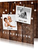 Jubileumkaart hout met hangende lampjes en foto's