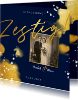 Jubileumkaart 'zestig' met foto en gouden waterverf