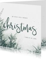 Kerstkaart christmas met kerstbomen en sneeuw