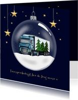 Kerstkaart - glazen kerstbal met vrachtwagen