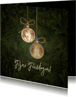 Kerstkaart gouden kerstballen en kersttakken