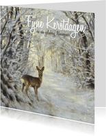 Kerstkaart hertje in het winterbos