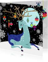 Kerstkaart hip met rendier in de sneeuw