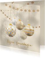 Kerstkaart kerstballen goud met wit