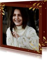 Kerstkaart met grote foto, gouden takjes en besjes