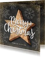 Kerstkaart met houten ster, Merry Christmas en sneeuwvlokken