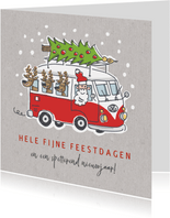 Kerstkaart met kerstman en 3 rendieren in vw busje