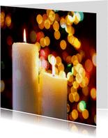 Kerstkaart met twee brandende kaarsen