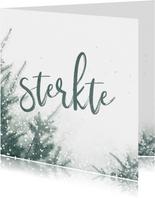 Kerstkaart sterkte met kerstbomen en sneeuw