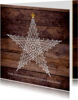 Kerstkaart stoer robuust hout met ster van spijkers en draad