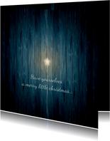 Kerstkaart witte ster op donker blauw hout