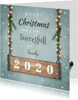Kerstkaart zakelijk stoer met industrieel hout en lampjes