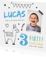 Kinderfeestje uitnodiging hip jongen met alpaca en foto