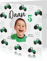 Kinderfeestje uitnodiging tractor hip confetti foto groen