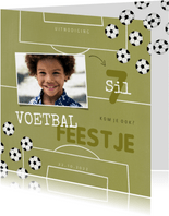 Kinderfeestje uitnodiging voetballen en foto