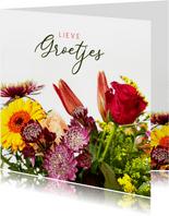 Klassieke bloemenkaart met een foto van een boeket