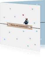Kleinzoon koolmeesje op label blauwe hartjes