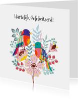 Kleurige verjaardagskaart met bloemen en vogel
