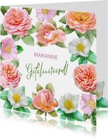 Kleurige verjaardagskaart met roze en andere rozen