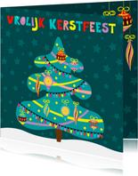 Kleurrijke kerstkaart met versierde kerstboom
