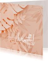 Knuffel kaart met roze bloemen