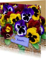 Leuke bloemenkaart met gele en blauwe Violen