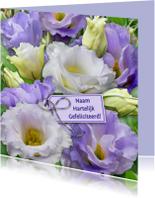Leuke verjaardagskaart bloemen in blauw en wit met labeltje