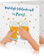 Leuke verjaardagskaart met bierglazen, handen en glazen wijn