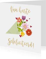 Leuke verjaardagskaart met bos bloemen en gouden typografie