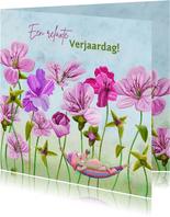 Leuke verjaardagskaart met roze bloemen en muisje