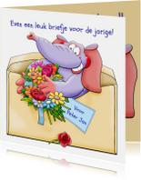 Leuke verjaardagskaart olifant in brief met bloemen